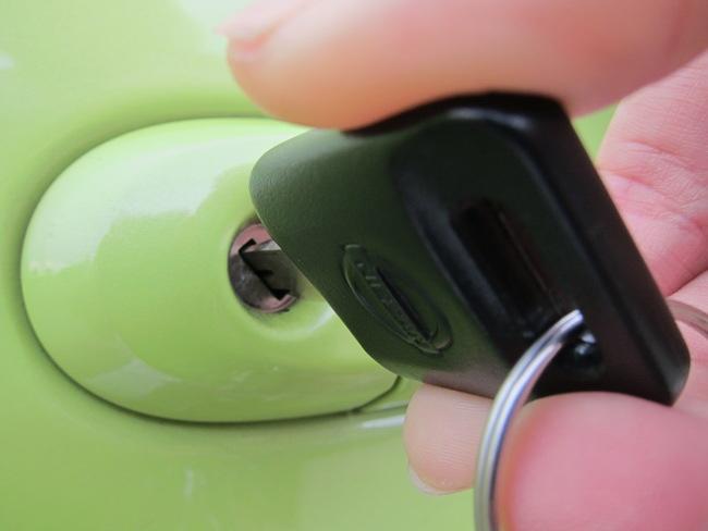 วิธีการเปิดรถยนต์ที่ถูกใส่กุญแจ