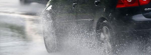 วิธีดูแลรถยนต์ที่คุณรักในฤดูฝน